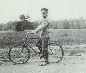 Велосипед Николая 2 на выставке в Сочи